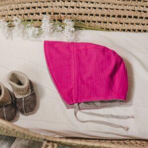 Bonnet – Haube aus Musselin – bonbonpink